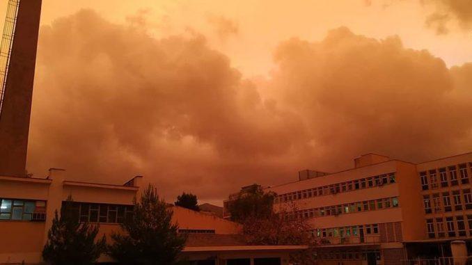Κόκκινος ουρανός της Αθήνας
