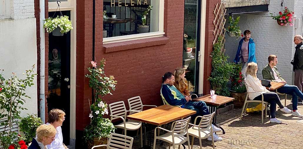 καφέ και τα εστιατόρια άνοιξαν πάλι στην Ολλανδία